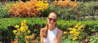 Ex-Tennisprofi Ana Ivanovic in einem Park