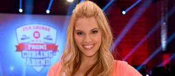 """Curvy-Model"" Angelina Kirsch bei 'Der Grosse RTL2 Promi Curling Abend'"