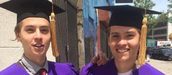 Dylan und Cole Sprosse haben ihren College-Abschluss