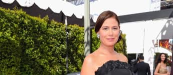 Maura Tierney at The 68th Emmy Awards in 2016