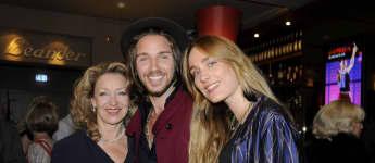 Gil Ofarim neben Mutter Sandra Reichstadt