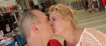 Silvia Wollny und irh Freund Harald küssen sich