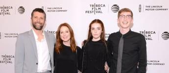 Julianne Moore an der Seite von Ehemann Bart und ihren Kindern Liv und Caleb