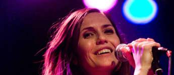 Die ehemalige GZSZ-Schauspielerin Mia Aegerter bei einem Konzert in Zug