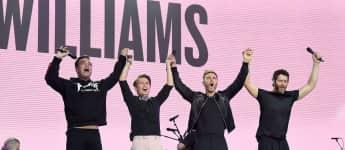 Robbie Williams an der Seite von Howard Donald, Gary Barlow und Mark Owen
