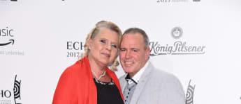 Sylvia Wollny und Harald Elsenbast auf dem roten Teppich der Echo-Verleihung 2017, Wollnys, RTL II