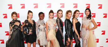"""Die Top acht der GNTM-Kandidatinnen 2017 bei der Premiere von """"Das ist das Leben"""" in Berlin"""