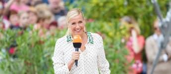"Andrea Kiewel bei der Moderation des ""ZDF-Fernsehgarten"" im Juni 2018"
