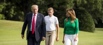 Donald Trump, Barron Trump und Melania Trump im August 2018