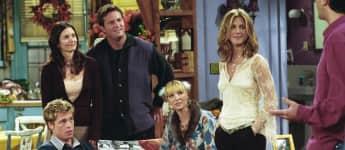 """Brad Pitt bei seinem Gastauftritt in der Serie """"Friends"""", an der Seite seiner Ex-Frau Jennifer Aniston"""