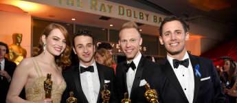 die größten Rekorde der Oscars: Schauspielerin Emma Stone und die oscarprämierten Komponisten Justin Hurwitz, Justin Paul und Benj Pasek bei den Oscars 2017