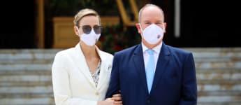 """Fürstin Charlène von Monaco und Fürst Albert II. von Monaco bei der Eröffnung des neuen """"Place du Casino"""" am zweiten Juni 2020"""