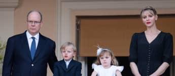 Fürst Albert, Fürstin Charlène und die Zwillinge Jacques und Gabriella