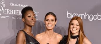 Heidi Klum erschien mit den GNTM-Kandidatinnen Toni Loba und Klaudia Giez auf der amfaR Gala