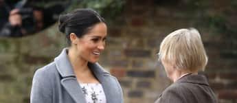 Herzogin Meghan mit riesigem Babybauch beim Besuch des Brinsworth House Pflegeheims