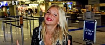 Dschungelcamperin Evelyn Burdecki am Flughafen
