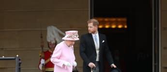 Elisabeth II. und Prinz Harry auf der Gartenparty der Queen im Mai 2019 in London