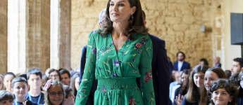 Königin Letizia im sommerlichen Blumenkleid