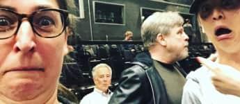 Mark Hamill mit Mayim Bialik und Kaley Cuoco am Set von TBBT