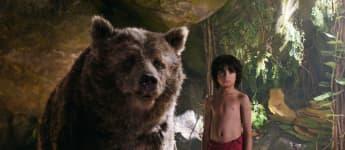 """""""The Jungle Book"""": Neel Sethi als """"Mowgli"""" und """"Baloo"""" mit der Originalstimme von Bill Murray"""
