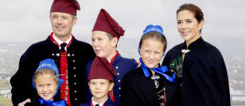 Prinz Frederik, Prinzessin Mary und Kinder in süßer Tracht unterwegs