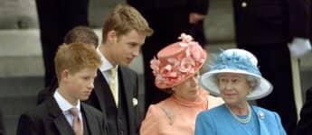 Prinz Harry, Prinz William und Königin Elisabeth II. im Jahr 2000