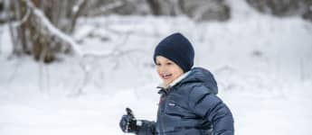 Prinz Oscar an seinem fünten Geburtstag im Schnee 2021