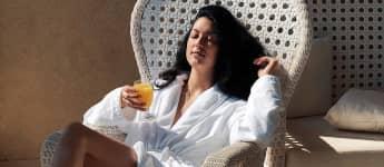 Rebecca Mir genießt ihren Urlaub, sexy Beine, Instagram