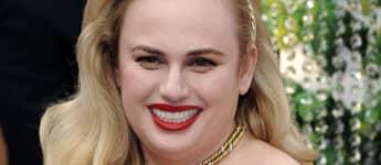 Rebel Wilson Bikini brüste