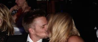 Sarah Connor und Florian Fischer küssen sich auf der Dreamball 2013 Charity Gala am 12. September 2013