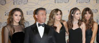 (von links) Sistine Stallone, Sylvester Stallone, Sophia Stallone, Scarlet Stallone und Jennifer Flavin bei den Golden Globes 2017