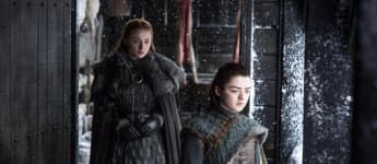 "Sophie Turner und Maisie Williams in ""Game of Thrones"""