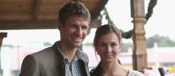 Thomas Müller und Frau Lisa Müller sind verheiratet, seit sie 20 sind