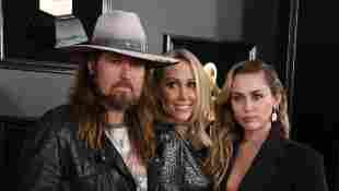 Billy Ray Cyrus, Tish Cyrus und Miley Cyrus bei den Grammy Awards 2019