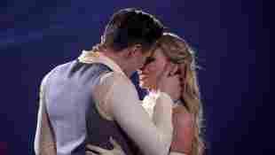 Simon Zachenhuber and Patricija Belousova lets dance kuss