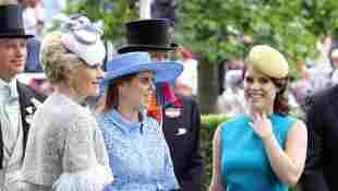 Prinzessin Beatrice und Prinzessin Eugenie strahlen beim Royal Ascot 2019 in der Farbe Blau