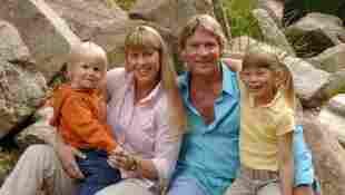Steve Irwin mit seiner Frau terri und seinen Kindern Bindi und Robert
