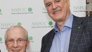 Andrew Sachs und John Cleese