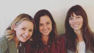 """Beverly Mitchell, Mackenzie Rosman, Jessica Biel aus """"Eine himmlische Familie"""" Reunion Schauspielerinnen Mary Camden Rivera Lucy Camden Kinkirk Ruthie Camden"""