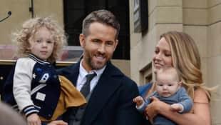 Blake Lively und Ryan Reynolds schweben im Familienglück