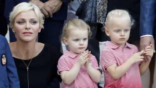 Fürstin Charlène mit Gabriella und Jacques