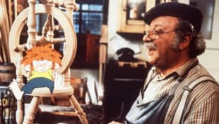Pumuckl und Meister Eder in dessen Werkstatt