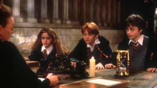 """Emma Watson, Rupert Grint  und Daniel Radcliffe  im ersten """"Harry Potter""""- Teil """"Harry Potter und der Stein der Weisen"""""""