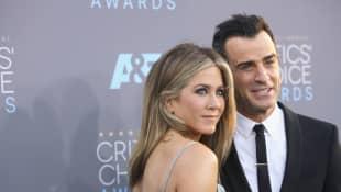 Jennifer Aniston und Justin Theroux sind seit 2015 verheiratet Valentinstag in Paris Tour Eiffel Eiffelturm Paar Liebe Tag der Verlieten Valentine's Day