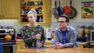 "Kaley Cuoco und Johnny Galecki in ""The Big Bang Theory"""