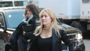 Kate Winslet im legeren Outfit und ohne Make-up