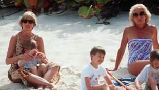 Lady Diana im Urlaub mit Prinz William und Prinz Harry