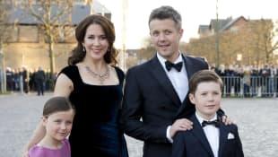 Mary und Frederik von Dänemark mit ihren Kindern Isabella und Christian