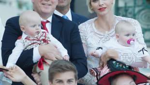 Prinz Albert II und Prinzessin Charlene mit ihren Zwillingen Prinz Jacques und Prinzessin Gabriella