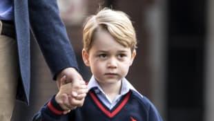 Prinz George Britische Royals Outfit
